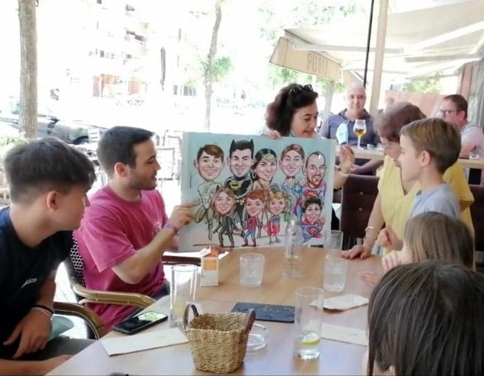 Entrega caricatura personalizada de grupo a rotulador